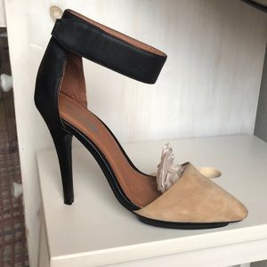 Lightly used size 6 Free People Pumps